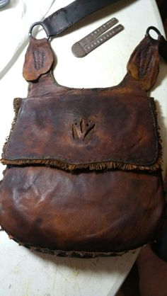 Just finished this one too Leather Pouch, Leather Purses, Leather Bags, Sewing Leather, Leather Craft, Powder Horn, Hunting Bags, Fur Trade, Leather Projects
