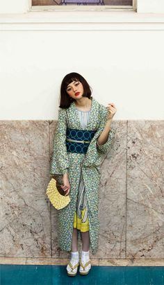 gown cordinated like kimono Yukata Kimono, Kimono Outfit, Kimono Japan, Fashion Fabric, Kimono Fashion, Geisha, Cute Kimonos, Modern Kimono, Ethno Style