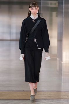 Lemaire Fall 2017 Ready-to-Wear Fashion Show Collection Fashion Week, Fashion 2017, Love Fashion, Runway Fashion, High Fashion, Winter Fashion, Fashion Design, Fashion Trends, Normcore