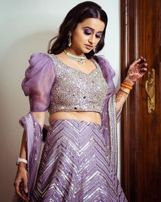 Top 15 Designer Bridal Blouse Designs To Help You Slay The Look Blouse Designs Catalogue, Kids Blouse Designs, Designer Blouse Patterns, Fancy Blouse Designs, Bridal Blouse Designs, Indian Fashion Dresses, Indian Designer Outfits, Photo New, Sleeves Designs For Dresses