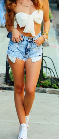 Tumblr girl summer outfit distressed denim shorts converses bow bandeau