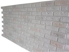 panel decorativo Bristol XL Old White (Blanco Viejo)reproduce con una gran calidad las piedras de ladrillo estilo inglés (Bristish Brick) en tonos blanco viejo y grisáceos. Panel más grande y con alta flexibilidad y resistencia Un panel 'urbano', con toques envejecidos y al mismo tiempo luminoso.