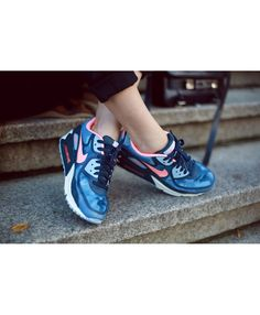 the latest 00b38 b0246 Store offers the official cheap Nike Air Max 90 Print Blue Light Pink  Womens   Mens Trainers. Buy now and get free socks.