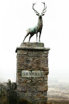 I love the stag statue!