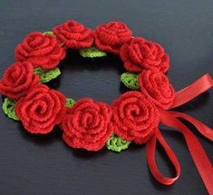 10482241_964925386851190_7704317566447958707_n Crochet Wreath, Crochet Flowers, Knit Crochet, Leis, Needlework, Crochet Earrings, Creations, Handmade Jewelry, Wool