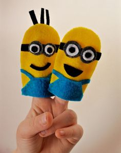 Get inspired with this creative & fun minions party! You'll love the minions sucker recipe, DIY minions paper lanterns, minions finger puppet craft & more! Minion Birthday, Minion Party, Felt Finger Puppets, Hand Puppets, Finger Puppet Patterns, Hat Patterns, Lantern Crafts, Homemade Face Paints, Bookmarks Kids