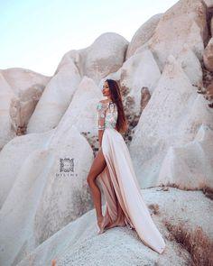 Iii samo jos jedna... 😅 Ne ide da ne stavim ovu gde sam umislila da sam neka kraljica na vrhu planine.. u zanosu.. a sekund kasnije umalo… Long Bridesmaid Dresses, Wedding Dresses, Bride Dresses, Bridal Gowns, Wedding Dressses, Bridal Dresses, Wedding Dress, Wedding Gowns