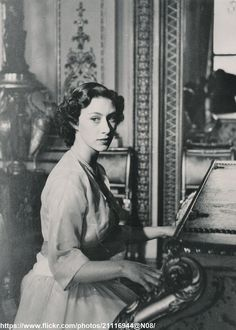 DATE:August 21 1951 D:This birthday portrait of Princess Margaret was taken in the Gold Drawing Room of Buckingham Palace /original photo Birthday Dates, 21st Birthday, Gold Drawing, Drawing Room, Princesa Margaret, Margaret Rose, Red Queen, British Monarchy, Buckingham Palace