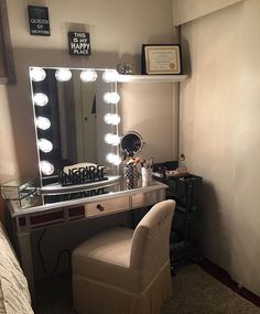 Sheer simplicity inspires in this #ImpressionsVanityGlowXL #happyplace from @virismakeupmua   #repost @virismakeupmua  #besthubby #cosmogirl #makeupartist #makeupaddition #queenofeverything #thisismyfavoriteplace #cosmograduate #blessed  Featured: Impressions Vanity Glow XL in Silver with Clear Incandescent Bulbs