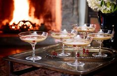 Champagneglögg Merry Christmas Wishes, Christmas Candy, Drinks Alcohol Recipes, Yummy Drinks, Cocktail Drinks, Cocktails, Homemade Sweets, Savarin, Xmas Food