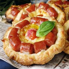 Appetizer Recipes Discover Wiener Flower Pie Sadly wieners dont grow on trees. If they did though theyd sprout flowers like these! Hot Dog Recipes, Good Food, Yummy Food, Appetisers, Appetizer Recipes, Salad Recipes, Cheese Recipes, Wheat Pasta Recipes Healthy, Brunch Appetizers