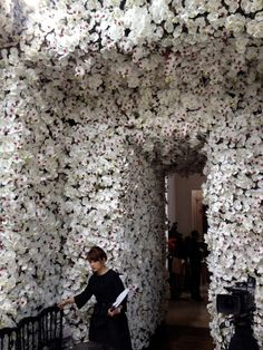 Wall of White Blooms. Follow us @SIGNATUREBRIDE on Twitter and on FACEBOOK @ SIGNATURE BRIDE MAGAZINE