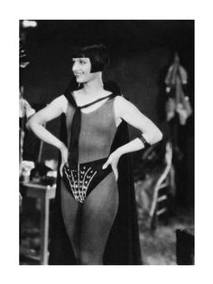 Louise Brooks 1928 shows her amazing body