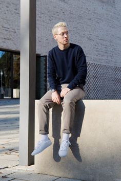 menswear blog street style mens fashion casual, aw17 outfit, minimal navy blue sweater, neutral chino's and white sneakers and transparent glasses for men