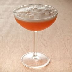 The White Russian is a classic three ingredient cocktail that combines vodka, Kahlua and cream into a perfect drink. Rhubarb Cocktail, Rose Cocktail, Homemade Strawberry Lemonade, Strawberry Recipes, Kahlua And Cream, Rhubarb Syrup, Ginger Peach, Cocktails, Coctails Recipes