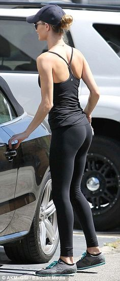 Rosie Huntington-Whiteley getting in shape for Transformers 3