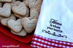 Mommy's Kitchen - Old Fashioned & Southern Style Cooking: Shortbread Hearts {For Your Valentine}