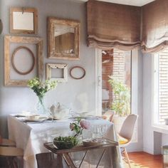 """""""Composición de marcos y espejos. Idea decorativa. Detalle de mi estilismo para revista @el_mueble #estilismo #estilismodecoracion #styling…"""""""