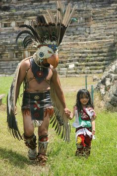 Bald Eagle Mayan or Aztec tradtional dress. Native American Pictures, Native American History, Native American Indians, Aztec Costume, Aztec Warrior, Inka, Aztec Art, Chicano Art, Mexican Art