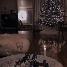 Aesthetic Themes, Aesthetic Images, Aesthetic Girl, Luxury Concierge Services, Mistletoe And Wine, Beautiful Villas, Christmas Scenes, Christmas Aesthetic, Winter Time