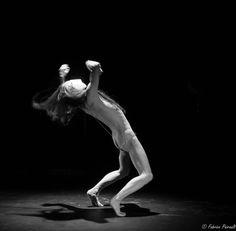 par SIMONA POLVANI Traduit de l'italien parSimona Polvani et Maria Cristina Mastrangeli   «Un danseur ne devrait pas danser, il devrait être dansé». Les mots d'Endo Tadashi, danseur…