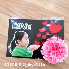 이미지: 사람 1명 Birthday Party Design, 1st Birthday Parties, Birthday Cards, Mother's Day Projects, Happy Party, Button Art, Crafts For Kids, Valentines, Frame