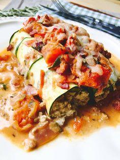Low Carb Zucchini Cannelloni mit Hackfleisch-Frischkäse-Füllung Tomatensoße mit Zucchini und mit Mozzarella Käse überbacken