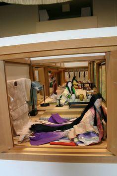 Dolls dressed in junihitoe Japanese Geisha, Japanese Kimono, Japanese Art, Heian Era, Heian Period, Japanese History, Art History, The Originals, Interior