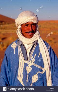 moroccan-moroccan-man-berber-berber-man-erg-chebbi-near-town-of-merzouga-AX6R21.jpg (880×1390)