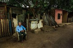 #photojournalism #humanity #oldman #costumbres #colombianphotojournalist #mywork #visualstorytelling #villamilvisuals #oldtown #peopleoftheworld #documentalphotography #socialdocumentary #sociallandscape #latinoamerica by villamilvisuals