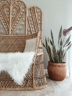 Boho home decor. Mother in laws tongue Indoor Wicker Furniture, Wicker Patio Furniture, Upcycled Furniture, Shabby Chic Furniture, Furniture Making, Wood Furniture, Rattan Headboard, Headboard Ideas, Wood Transfer