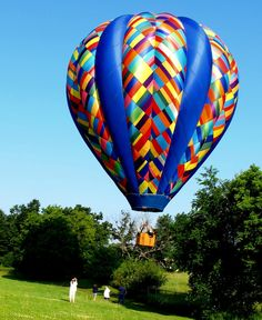 5 Creativity Exercises by Julia Cameron.Unlock your creativity and feel more confident Air Balloon Rides, Hot Air Balloon, Julia Cameron, Balloons Photography, Creativity Exercises, Life Changing Books, Beautiful Places To Travel, Royalty Free Images, Mother Nature