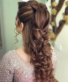 Mehndi Hairstyles, Pony Hairstyles, Try On Hairstyles, Indian Bridal Hairstyles, Simple Bridal Hairstyle, Bridal Hair Updo, Simple Wedding Hairstyles, Elegant Hairstyles, High Pony Hairstyle