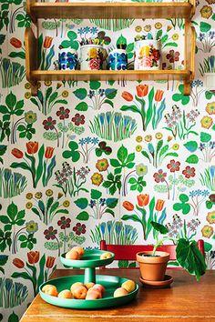 Josef Frank's vårklockor wallpaper Kitchen Wallpaper, Home Wallpaper, Josef Frank Tapet, Kitchen Colors, Kitchen Decor, Papier Kind, Plywood Furniture, Comfy Cozy Home, Motif Art Deco