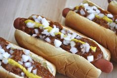 Detroit Coney Dog Recipe!  VERY IMPORTANT: NO BEANS!  It is not a Coney with beans in the chili!  This is from the Detroit restaurant rivals scene, make sure you top with mustard and onion like Declan and Ciara would! (Recipe untested as of yet)