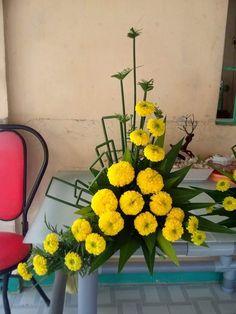 Pin by Melinda ZA on Flower Arrangements Altar Flowers, Church Flowers, Funeral Flowers, Table Flowers, Flower Vases, Cut Flowers, Fresh Flowers, Table Flower Arrangements, Funeral Flower Arrangements