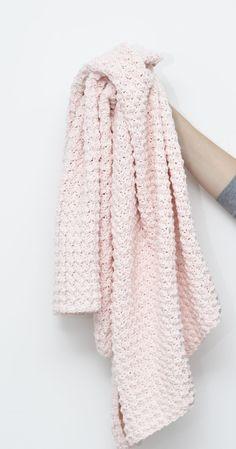 Hæklet babytæppe i bæk og bølge mønster - KreaLoui Chrochet, Knit Crochet, Crochet Baby Clothes, Knitted Blankets, Little Ones, Crochet Projects, Baby Kids, Diy And Crafts, Knitting