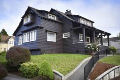 House in Eureka, United States. This is a handsome historic home in Old Town Eureka. It can accommodate up to 9 people!  It has beautiful woodwork, lovely views, an updated kitchen and baths, and is close to shopping, restaurants, coffee houses, nighttime entertainment and more!...