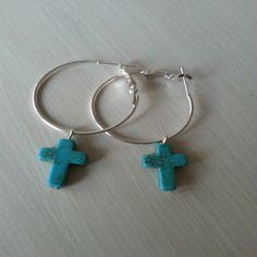 oorringen met turquoise kruisje €3.95