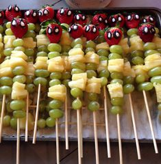 18 Spiderman Party Food Ideas to rock the next birthday - Niclas Geburtstag - Happy Baby Spider Man Party, Fête Spider Man, Superhero Party Food, Spiderman Theme, Spiderman Birthday Ideas, Food Themes, Food Ideas, 31 Ideas, Avengers Birthday