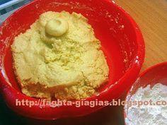 Κουραμπιέδες πολυτελείας με συνταγή από ζαχαροπλαστείο Kourabiedes Recipe, Greek Sweets, Pastry Cake, Guacamole, Cooking Recipes, Ethnic Recipes, Christmas, Food, Xmas