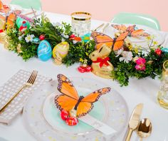 Your Easter brunch on Sunday needs a beautiful backdrop! made a lovely springtime tablescape with our Lindt GOLD BUNNY designed to make your holiday even sweeter! Lindt Gold Bunny, Brunch Table, Lindt Chocolate, Green Garland, Easter Celebration, Easter Brunch, Easter Crafts, Party Planning, Paper Flowers