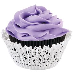 Create simple and stylish cupcakes with Wilton's Black Doily Baking Cup Kit.
