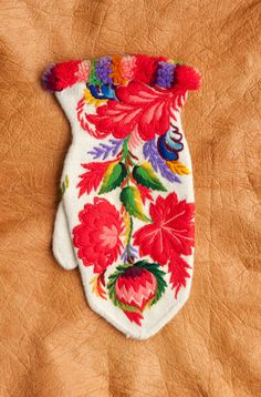 I'd really like me a pair of mittens from Dala-Floda in Dalecarlia, they have such spectacular floral embroidery there. I remember a pair of black Dala-Floda mittens that I saw in a magazine years ago, they were the most perfect mittens ever...