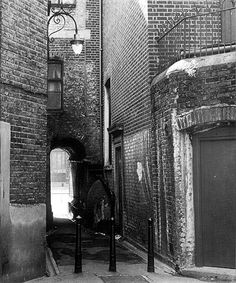 Rippers alley as we kids called it in the led from Durward Street through to Whitechapel high Road. We ran through it scared of being caught by Jack, even though the murders were eighty years earlier. Victorian Street, Victorian London, Vintage London, Old London, Victorian Buildings, London History, British History, Baker Street, East End London