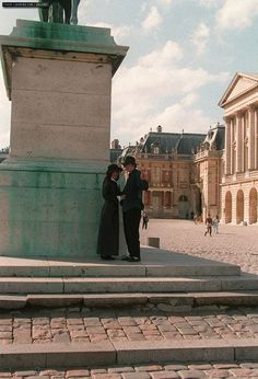 MJ and wife Lisa-Marie Prestley during a visit to the Palace of Versailles, France September 5 1994