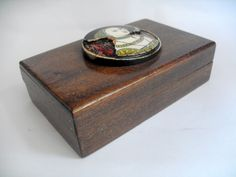 11378 £22 inc UK Post. Offers welcome. Vintage fitted wooden box w central plaque