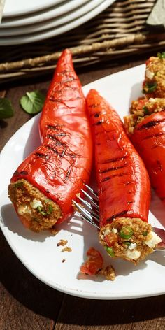 Spitzpaprika mit Couscous The vegetarians among you should not be neglected when grilling! An absolute alternative to bratwurst and co are our peppers stuffed with couscous. With that you also enthuse convinced meat lovers. Grilling Recipes, Veggie Recipes, Vegetarian Recipes, Cooking Recipes, Healthy Recipes, Veggie Bbq, Chard Recipes, Clean Eating, Sauces
