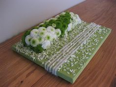 Table arrangement with chrysanthemums - Het Bladmotief - Cursussen hedendaags bloemschikken | Themaworkshops - Petra Matthys - Eeklo