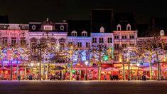 In de wintermaanden is het centrum van Maastricht heel mooi versierd met allemaal lichtjes. Geniet van een warm drankje op één van de terrasjes aan het Vrijthof. De perfecte besteming voor de koude en knusse wintermaanden! Instagram Snap, Cities In Europe, Natural Scenery, Boat Design, Most Beautiful Cities, Photo Location, Paris Travel, European Travel, Historical Sites